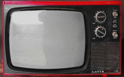 Samotny spokój przed telewizorem, czy też niedzielne serialowe popołudnie, umila nam czas wolny oraz pozwala się zrelaksować.